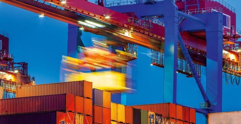 grid-container umschlag am Hafen