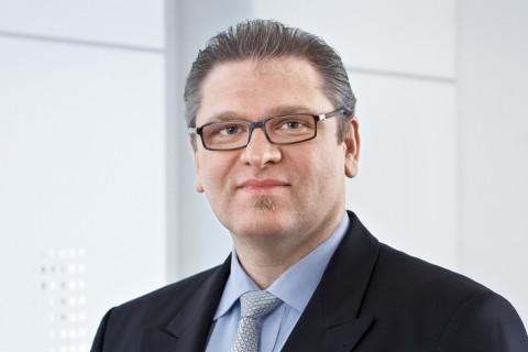 Dr. Andreas R. J. Schnee-Gronauer